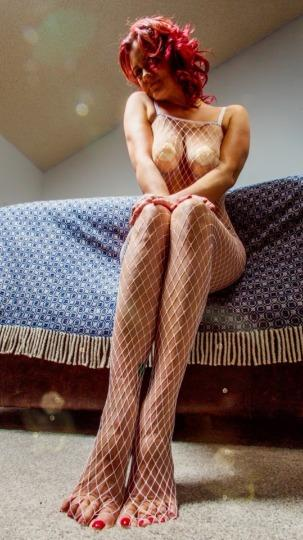 OUTCALLS ONLY Hot redhead with serious talents