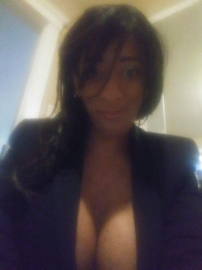 TOPLESS MASSAGE CALL do not text no men under 35 & No black men 8am-- 8pm daily In call ONLY