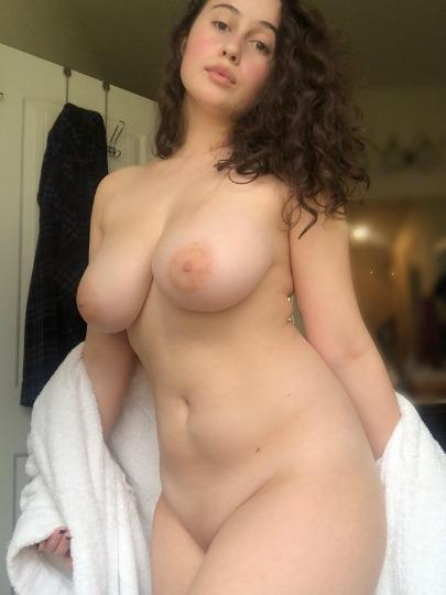 SEXY GIRL IN TWON CURVY ASS AND CLEAN PUSSY INCALL OUTCALL ANAl 69 CAR DATED