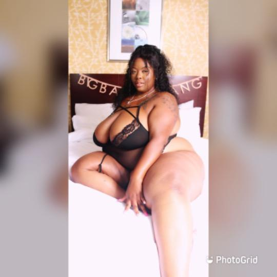 FAT BITCH WITH SOME WET PUSSY