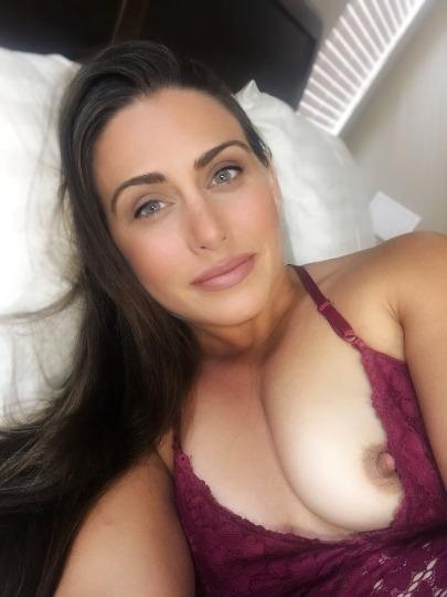 IN OUTCALL OR CARDATE AM AVAILABLE ALL DAY NIGHT 24 7